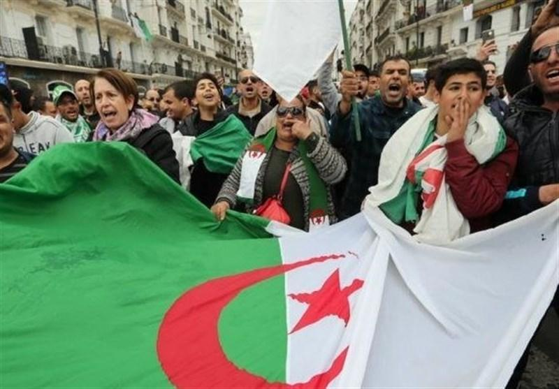 تظاهرات الجزایری ها برای کناره گیری فوری بوتفلیقه