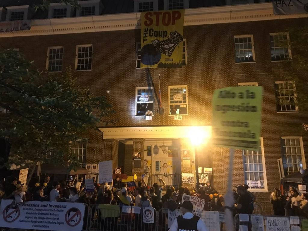 سفارت ونزوئلا در واشنگتن به دست مخالفان اشغال شد