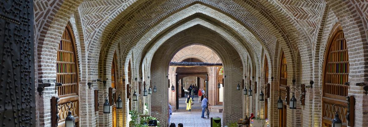 سفیر فرانسه به سرای سعدالسلطنه رفت ، تماشای بزرگ ترین کاروانسرای شهری ایران