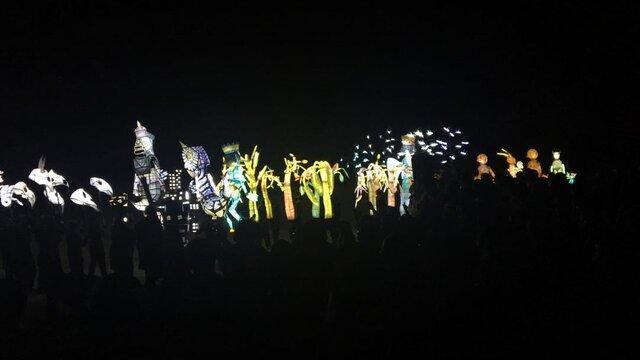 استقبال از عروسک های غول پیکر در سیلک