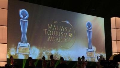 خبرنگاران برنده جایزه برترین شرکت مسافرتی آسیای غربی در سال 2015