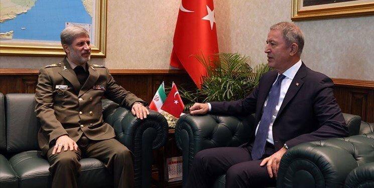 وزرای دفاع ایران و ترکیه دیدار و مصاحبه کردند