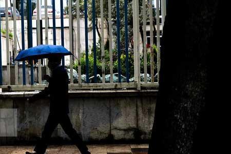 هشدار هواشناسی نسبت به رگبار باران و گرد و خاک در بعضی استان ها