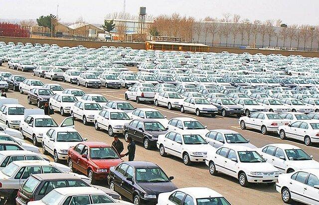 وجود خودروی بدون پلاک در پارکینگ ها احتکار است، خودروسازان نقشی در گرانی بازار ندارند