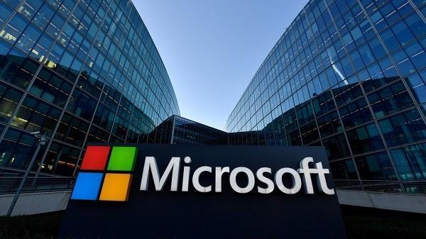 توقف تبلیغات جهانی مایکروسافت در فیس بوک