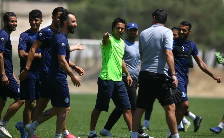ادعای مربیان استقلال در تمرین آبی پوشان؛ پرسپولیس ترسیده که درخواست تعویق بازی را داد