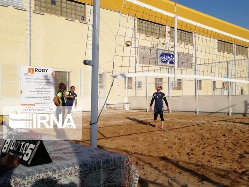 خبرنگاران تیم گاز قهرمان رقابت های والیبال ساحلی کارگران فارس شد
