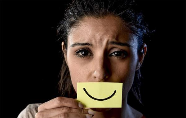 افسردگی خندان؛ بیماری رایج و خطرناکی که کسی درباره آن صحبت نمی کند