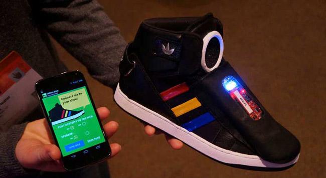 کفش جدید گوگل هم حرف میزند هم پیغام شوخی میفرستد