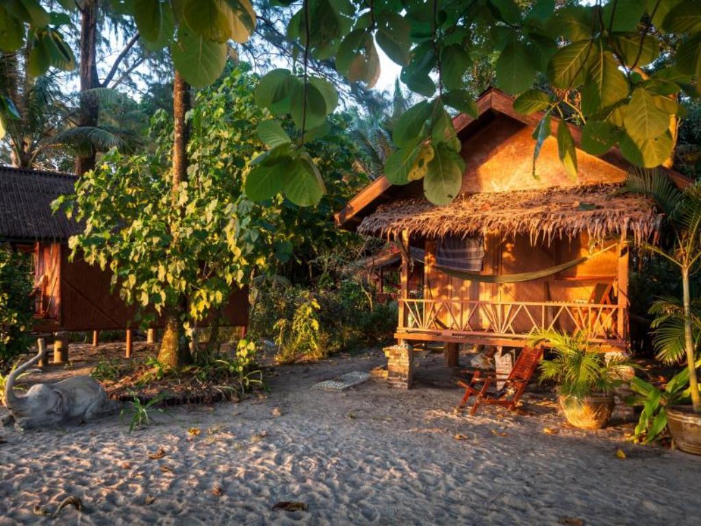 خانه های ییلاقی بامبو، که فایام (Bamboo Bungalows, Koh Phayam) تایلند